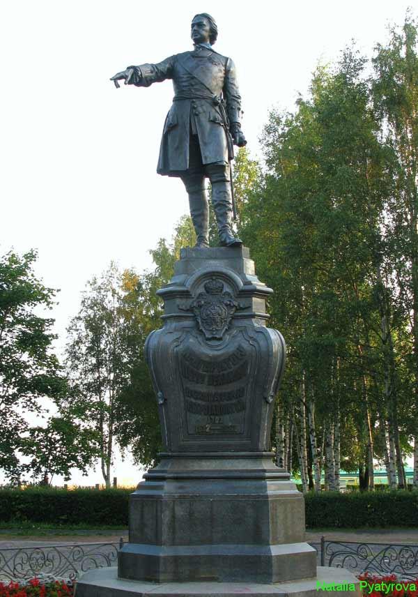 Памятник Петру Великому - основателю города Петрозаводска.
