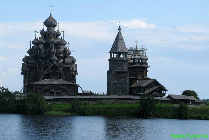 Кижский архитектурный ансамбль на острове Кижи.