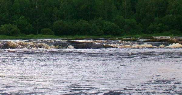 Пороги на реке Шуя в Карелии.