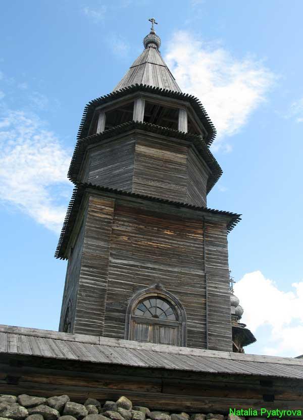 Шатровая колокольня на острове Кижи.