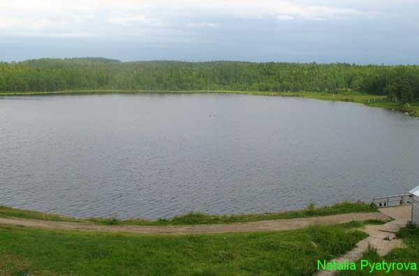 Святое озеро на Большом Соловецком острове.