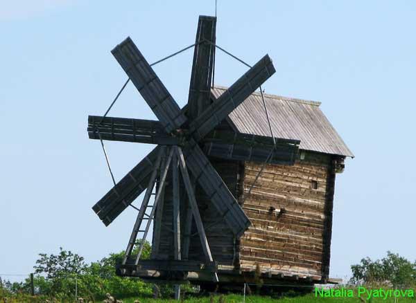 Ветряная мельница на острове Кижи.