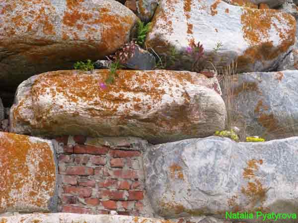 Соловецкий монастырь. Каменная кладка крепостной стены.