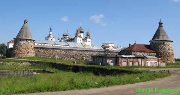 Соловецкий монастырь. Стены и башни крепости.