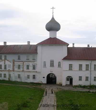 Соловецкий монастырь. Церковь Благовещения над Святыми вратами.